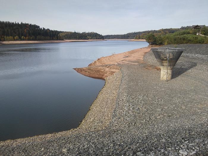 Aux abords du barrage du lac de Pierre-Percée