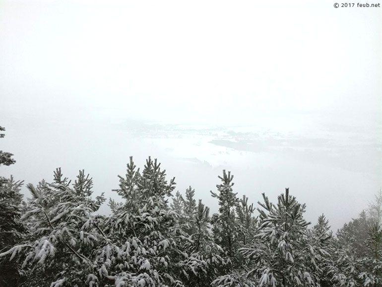 Vue sur Vanémont et Corcieux dans le brouillard