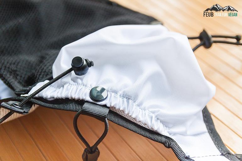 Les poches latérales du sac Can-Guru