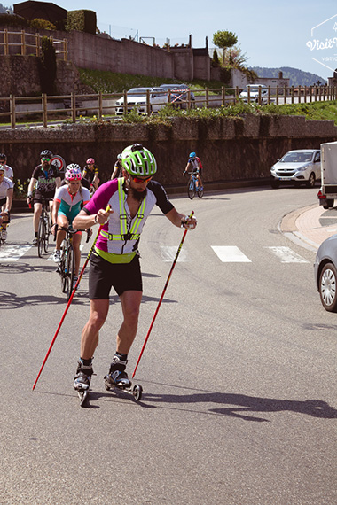 Passage à Cornimont durant le Tour des Vosges en ski-roues