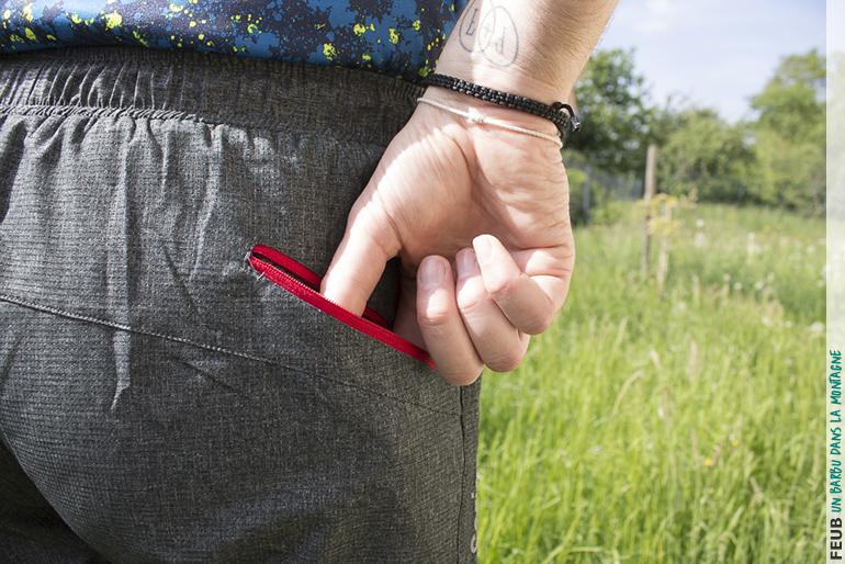 La grande poche arrière zippée