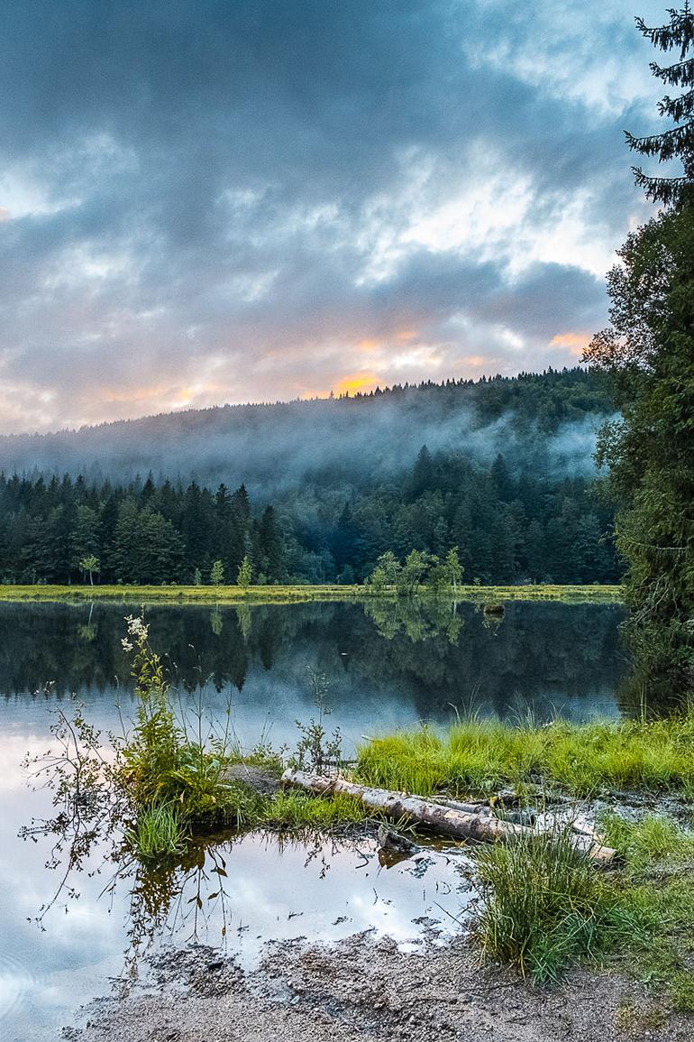 Coucher de soleil timide sur le lac de Lispach